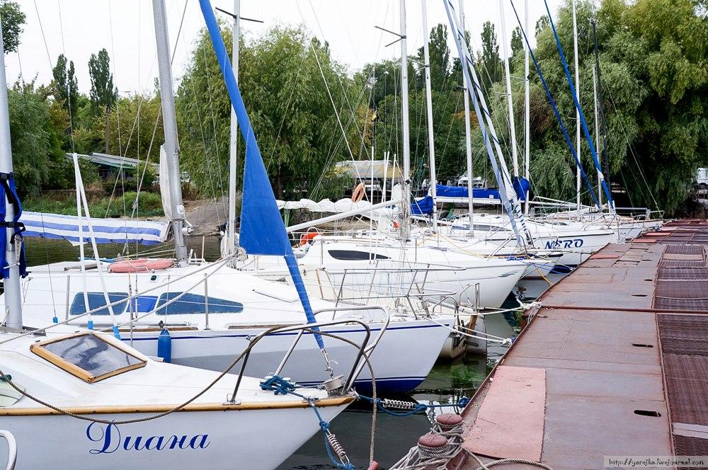 Яхт-клуб. Современное подъемное оборудование